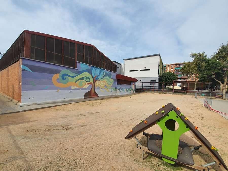 Comienzan las obras del proyecto de los trabajos de retirada de la arena del patio de P4 y P5 por presencia de fibrocemento en el colegio El Garrofer de Viladecans